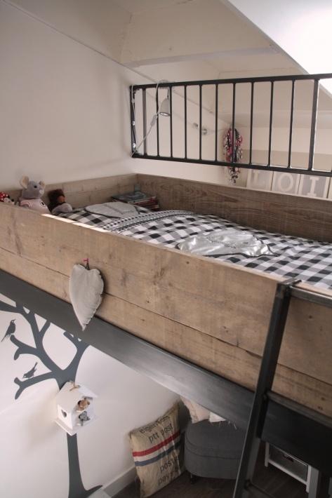 Hoog bed #tienerkamer #kinderkamer #hoogslaper | High bed in a teenage room #kidsroom