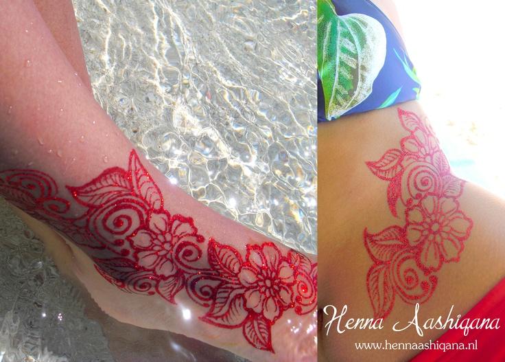 Red waterproof flower mehndi design with fairy dust  Ga voor meer informatie naar mijn website: www.HennaAashiqana.nl of like mijn facebook-pagina: www.facebook.com/HennaAashiqana