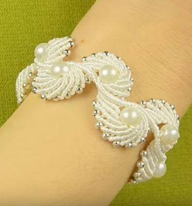 Macramé angel wings (or shell) bracelet // Makramé angyalszárny (vagy kagyló) karkötő gyöngyökkel // Mindy - craft & DIY tutorial collection
