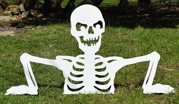 This Is A Made To Order Halloween Skeleton Rising Out Of The Ground Yard Stake Set Its M Decoracion De Halloween Lapidas De Halloween Halloween Al Aire Libre