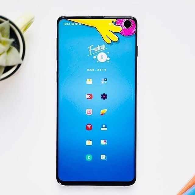 Repost Gadgetcreators Best Way To Hide S10 Camera With The Use Of Wallpaper Samsung Plus Galaxys10 Iphoneca Papeis De Parede Of Wallpaper Celulares