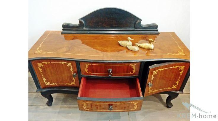 Modern bútorokkal párosítva izgalmas megoldás egy klasszikus intarziás szekrény.  http://www.krem-home.hu/butor_79/nagy_meretu_butor_116/klasszikus_intarzias_szekreny_738