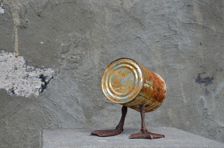Jheronimus Bosch als inspiratiebron - verroest blikje, kunststof eendenpootjes