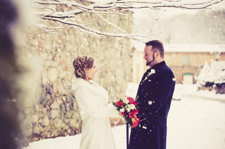 Brautpaarshooting im Schnee #bride #groom #wedding #hochzeitspaar #hochzeit #braut #bräutigam
