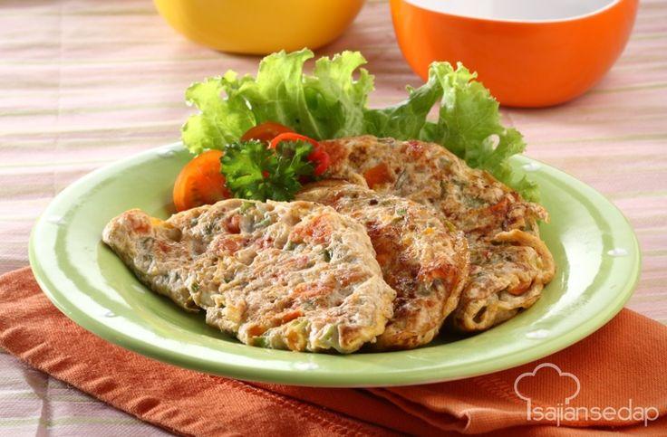 Lapar tengah malam tapi takut gendut? Tenang saja, ada Omelet Telur Asin Sayuran yang kilat dibuat dan enggak perlu takut diet kita gagal. Yuk, ikuti resepnya!