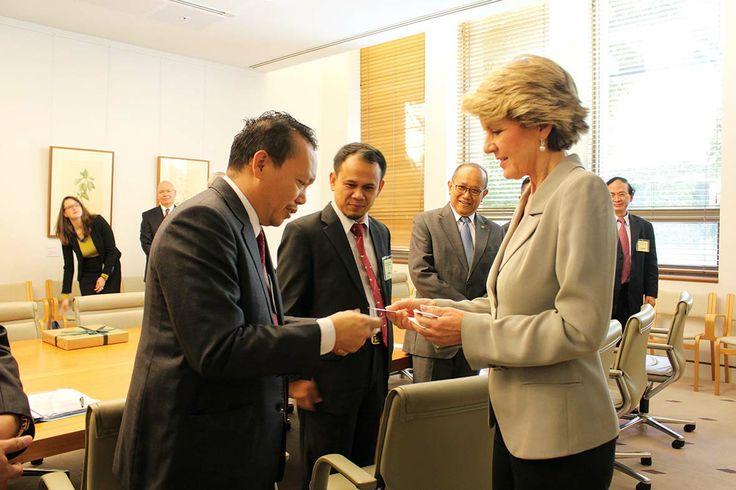 Wakil Ketua Komisi I DPR-RI Drs Ramadhan Pohan MIS bersama Menteri Luar Negeri Australia Julie Bishop di sela-sela kujungan kerja (Kunker) Komisi I DPR-RI ke Australia, Selasa (5/11).