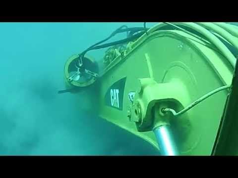 Escavadeira Hidráulica CAT submarino embaixo do MAR. - YouTube