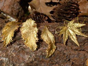 Colgantes de hojas de oro en HojaPlata. Mercado de Fuencarral. Madrid