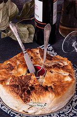 Пирог из теста филло, яблок, творога и изюма