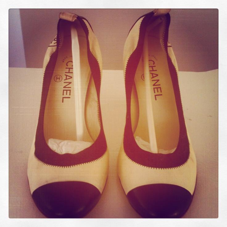 #selectdressing #luxurybrand #shoes #chanel #chaussures #luxe #fashionaddict #blacknwhite #retro #dakar