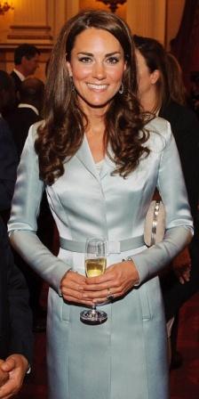 http://www.fashionassistance.net/2012/07/kate-middleton-eligio-moda-britanica.htmlFashion Assistance: Kate Middleton eligió moda británica para la inauguración de las Olimpiadas 2012