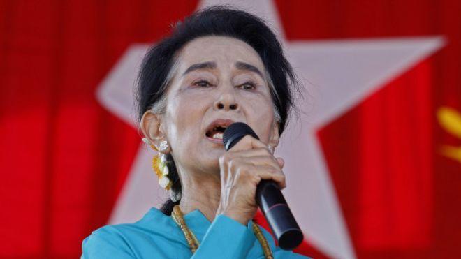 Yusril: Sengaja Biarkan Kebiadaban Tentara Myanmar SikapAung San Suu Kyi Memalukan  Aung San Suu Kyi  JAKARTA (SALAM-ONLINE): Keterlibatan militer Myanmar dalam pembantaian penduduk Muslim Rohingya adalah kejahatan kemanusiaan ataucrime against humanity yang wajib dihukum oleh dunia internasional.  Demikian diungkapkan oleh Ketua Umum Partai Bulan Bintang Prof Dr Yusril Ihza Mahendra merespons pembantaian yang dialami Muslim Rohingya di wilayah Rakhine Myanmar dalam sepekan ini.  Yusril…