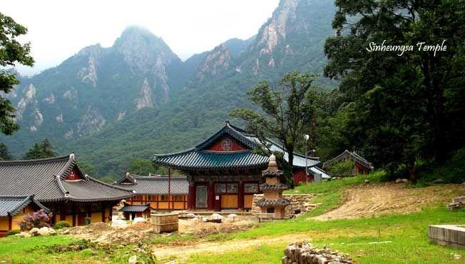 Mengunjungi SINHEUNGSA TEMPLE dlm 8D6N Winter Korea tgl 25 Dec'13. Hubungi kami di +62 21 2350 9925   e. tourasia@bayubuanatravel.com