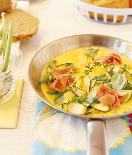Kräuterrührei mit Zucchini + Parmaschinken