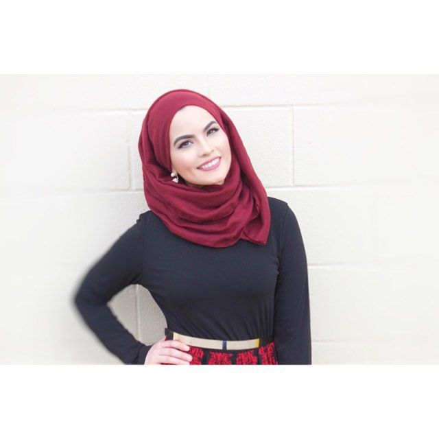 The gorgeous @omayazein in our maroon light hijab. #uniquehijabs