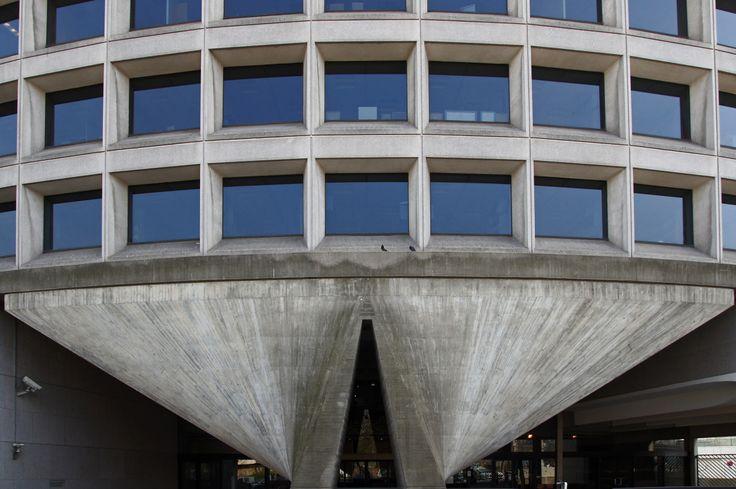 LE PAVI 909 — Australian Embassy, Paris....