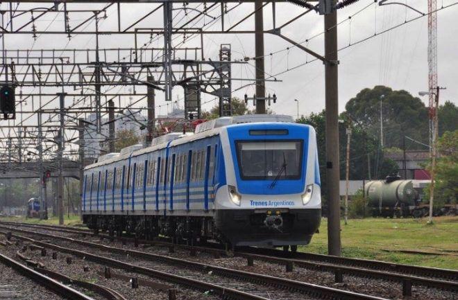 Dos personas murieron arrolladas por trenes en Lomas de Zamora y Tres de febrero. Los hechos ocurrieron en simultáneo. En ambos casos habría sido un suicidio. http://www.argnoticias.com/sociedad/item/39176-dos-personas-murieron-arrolladas-por-trenes-en-lomas-de-zamora-y-tres-de-febrero