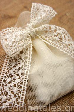 Μπομπονιέρες Γάμου: Μπομπονιέρα γάμου πουγκί με τούλι