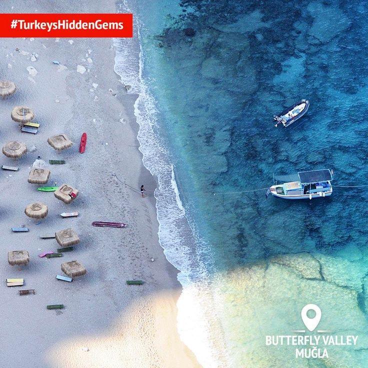 До цієї бухти неймовірної краси можна дістатися лише на човні, тут ви зможете насолодитися незайманими водами Середземного моря і срібним піском. #Mediterranean #Turkey #Homeof #crystalclearwater