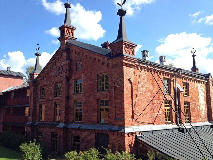 Verlan ruukkikylä. Komea nelikerroksinen kuivaamovuodelta 1893.