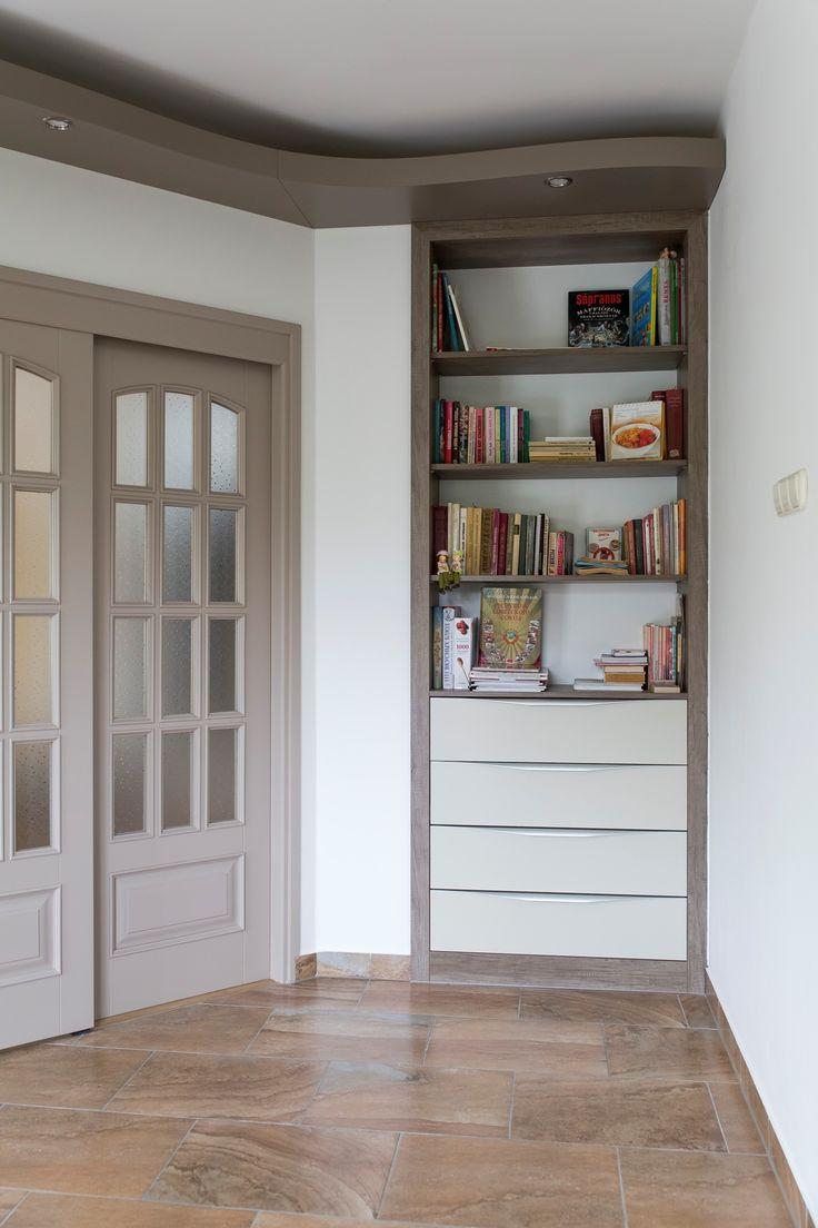 Praktikus beépített könyvespolc és fiókrendszer a Ferattól.