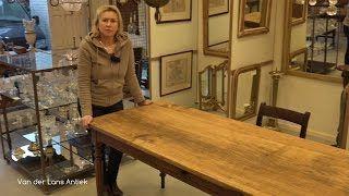 Een antieke Franse tafel met een licht esdoorn houten blad uit de periode van koning Louis Philippe. Artikelnummer 25245 op www.lansantiek.com