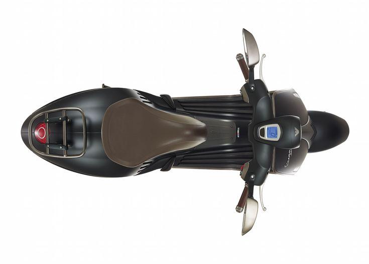 Giorgio Armani presenta la nuova Vespa 946 Emporio Armani [Immagini + Video]