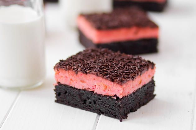 Cake Pop Brownies are an easy to eat treat you'll adore. Totally lovable!