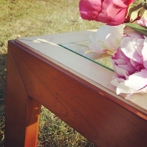 Table basse en dessus verre, finition duo laques ivoire