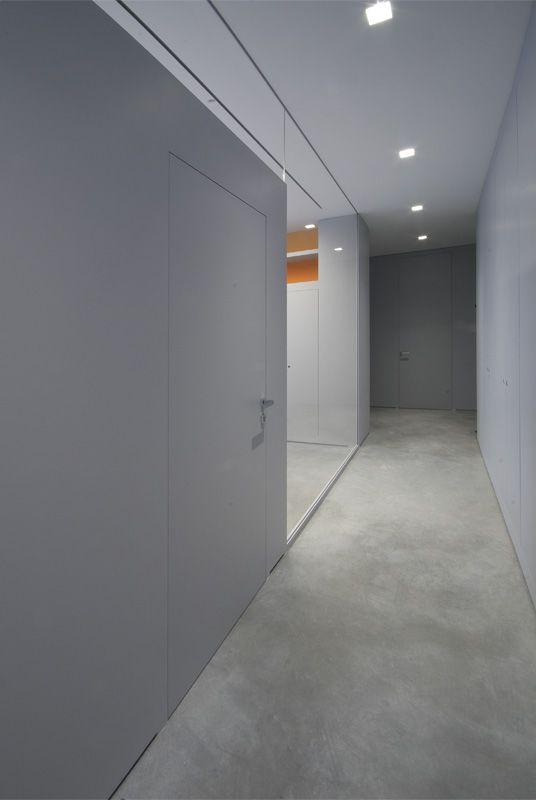 Uffici intersezioni di pareti in cristallo, contenitori box e porte | SISTEMI RASO PARETE