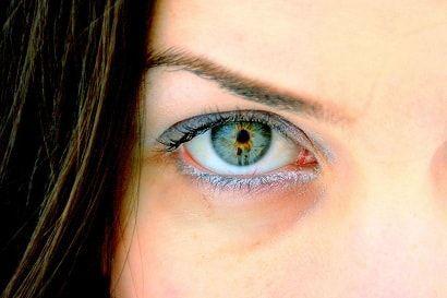 Маски от темных кругов под глазами. Вам портят жизнь страшные темные круги под глазами? Избавиться от них можно с помощью народной медицины.