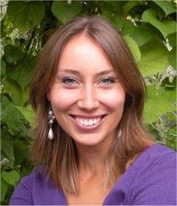 De auteur van mijn boek heet: Anna Woltz. Ze is geboren op 29 december 1981 (33 jaar). Ze heeft in totaal 13 boeken geschreven. 100 uur nacht is haar recenste. Het komt uit 2014. Haar eerste boek ( Overleven in 4b) is uitgebracht in 1998.