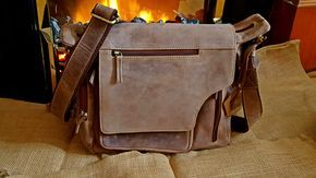 Brown Leather Messenger Bag portatile borsa borse per uomini borsa a tracolla uomo regali per uomini Handmade laptop bag tracolla borsa in pelle uomini borsa di LondonDaydreams su Etsy https://www.etsy.com/it/listing/480995700/brown-leather-messenger-bag-portatile