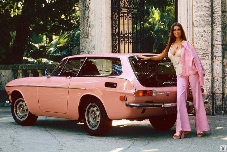 Marilyn Cole, je kent haar van de lp-hoezen van Roxy Music, met de Volvo 1800 ES