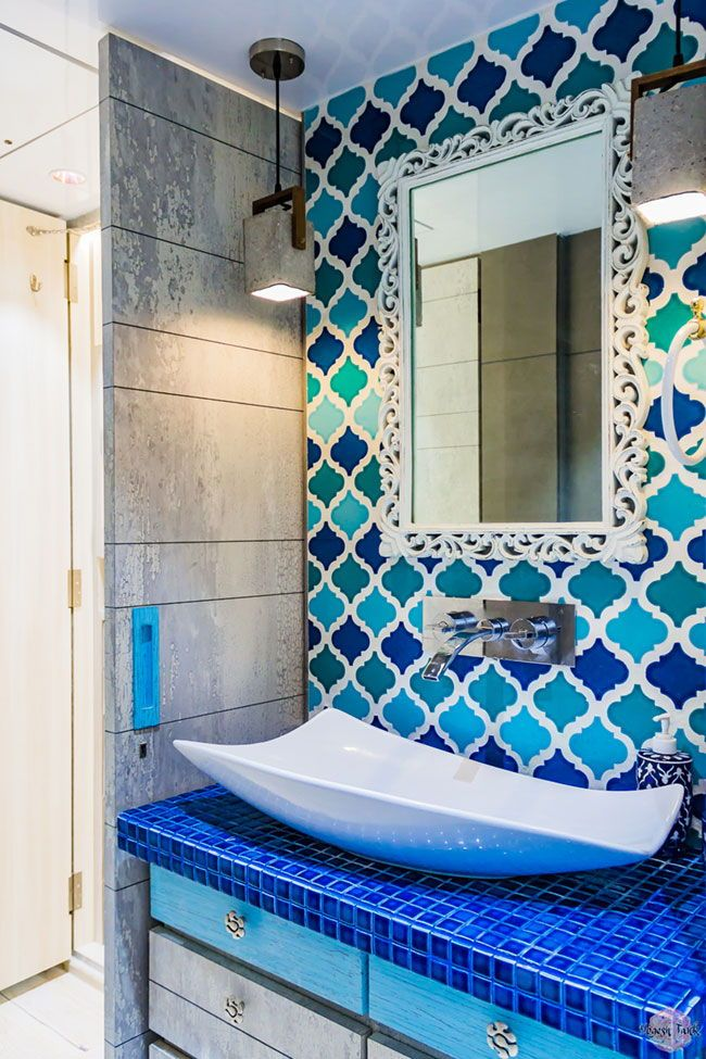 A Stunning Home Decorated In Traditional Kutch Art Don T Miss The Kids Room Apartment Interior Design Master Bathroom Design Modern Master Bathroom