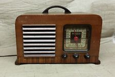 Antique Vinyage Wood Philco Vintage Tube Police Radio 40-120 Powers up !! Offers