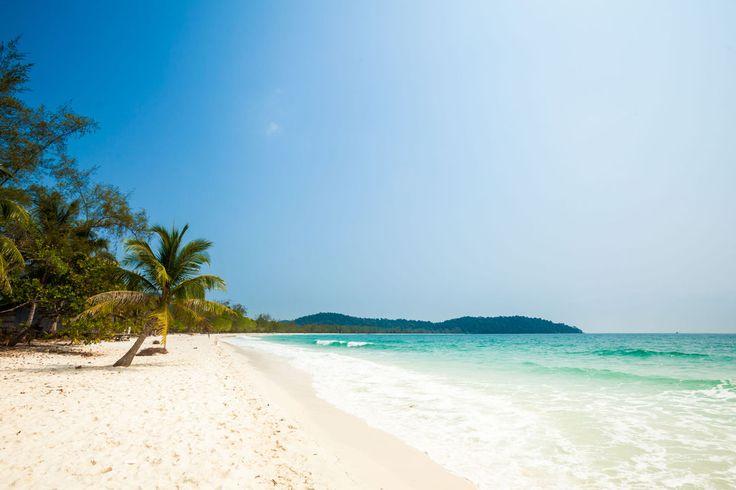 Островное баунти в Камбодже. Вся эта красота в 20км от материка и попасть туда можно в рамках тура по Камбодже и Вьетнаму. Подробности здесь: http://cambofriends.ru/kambodzha-vietnam-tur/  Тур удачно сочетает в себе знакомство с культурой и историей этих стран и, конечно, пляжный отдых. Насыщенные программой дни чередуются с днями отдыха и расслабления. Маленькая группа, что позволяет гид-лидеру уделять максимум внимания каждому участнику. Конечно, посещение Ангкора и Пном Кулена. Пномпень…
