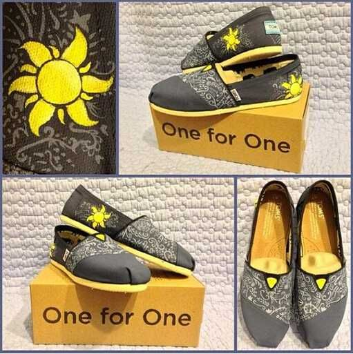 If all else fails, choose florals. Grey and Pink Floral Classics. #TOMS Give Back to School Contest