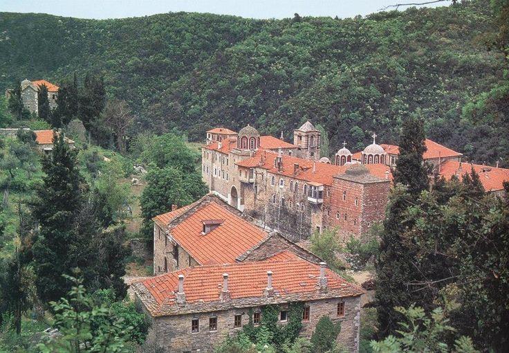 Νοτιανατολική άποψη της Μονής / The monastery from the southeast