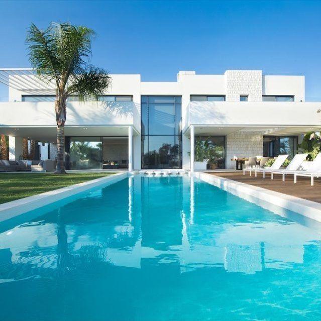 Moderne villa in Marbella met zwembad♥⠀⠀⠀⠀⠀⠀⠀⠀ ⠀⠀⠀⠀⠀⠀⠀⠀⠀⠀⠀⠀⠀⠀⠀ ▪️ moderne villabouw in Marbella⠀⠀⠀ ▪️ villa design door ESSENZA living Marbella ⠀⠀⠀ ⠀⠀⠀ ⠀⠀⠀⠀⠀⠀⠀⠀⠀⠀⠀⠀⠀⠀⠀ #HOOGdesign #wooninspiratie ⠀⠀⠀ ⠀⠀.⠀⠀⠀⠀⠀ .⠀⠀⠀⠀⠀ .⠀⠀⠀⠀⠀ #lovemyhome #luxurylifestyle #luxurylife #luxuryliving #luxuryhomes #luxurydesign #dreamhome #home #interiordesign #interior123 #houseandgarden #homeandgarden #apartmenttherapy #housebeautiful #tuin #tuinontwerp #designinspiration #dutchdesign #homegoals #homedecoration…