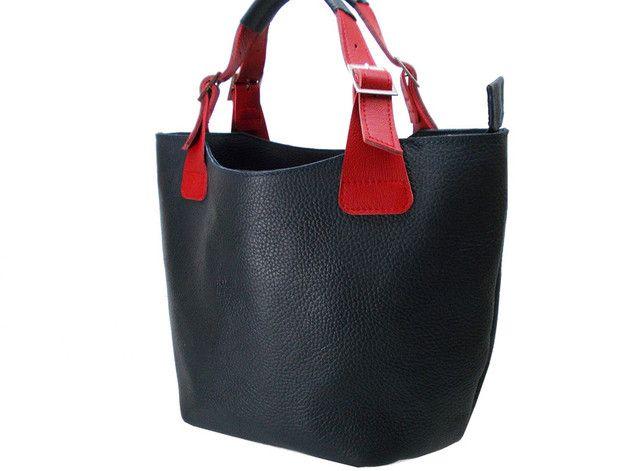 Lederhandtasche  Farbe:  dunkelblau, rot Material: Leder Fliesen  Praktische, stilvolle und funktionelle Tasche in der Hand und dem Arm getragen werden. Kissenbezug und zwei...