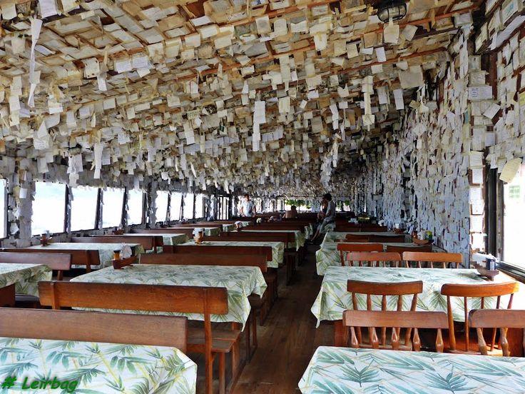 Bilhetinhos colados em famoso Bar do Arante - Pantano do Sul - Florianópolis, SC