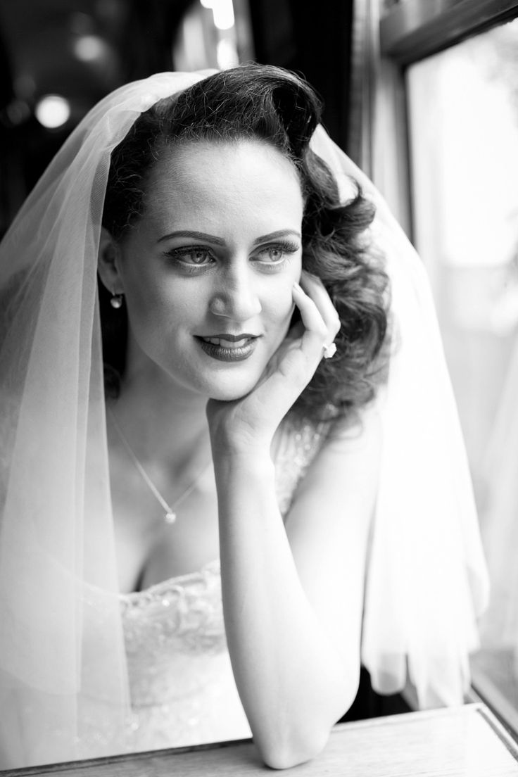 Vintage pearl bridal blog real brides news amp updates wedding - A Maggie Sottero Gown For A 1940 S And 1950 S Hollywood Glamour Inspired Wedding