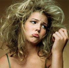 Last van droog haar? Vermijd dagelijks wassen van je haar. Dit klinkt misschien raar, maar shampoo kan de natuurlijke bescherming van je haar juist beschadigen. Voor meer tips: http://www.tipsvoorhaar.nl/haartypes/droog-haar