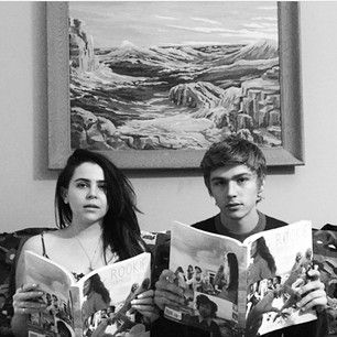 When they were posed in front of artwork, but they also looked like beautiful works of art. | Community Post: 17 Times Mae Whitman And Miles Heizer Were Your Ultimate Friendship Goals