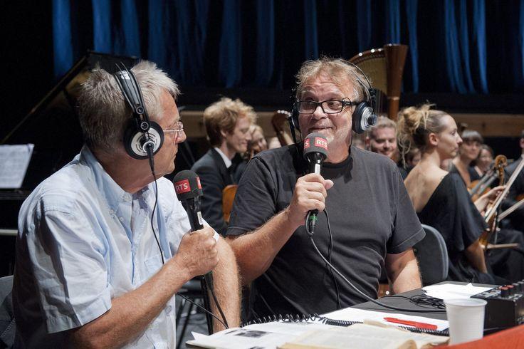Présentée par Jean-Charles Simon et Patrick Lapp, Aqua Concert proposait de la musique classique avec humour et décalage. Débutée en janvier 2003, l'émission, diffusée de 16h à 17h du lundi au vendredi, connut un large succès avec près de 150 000 auditeurs en moyenne. La dernière émission fut présentée en direct des jardins musicaux de Cernier le 25 août 2012.