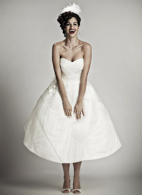 Wedding Dresses - $151.77 - Ball-Gown Sweetheart Knee-Length Taffeta Organza Wedding Dress With Ruffle Feather Flower(s) (00205001692)