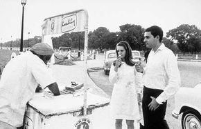 Very rare old photo: Rajiv Gandhi, Sonia Gandhi
