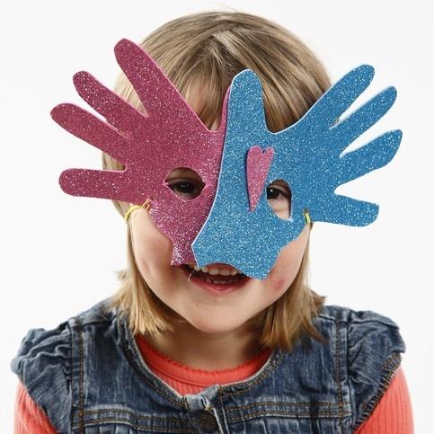 Masker av mossgummi och av händer