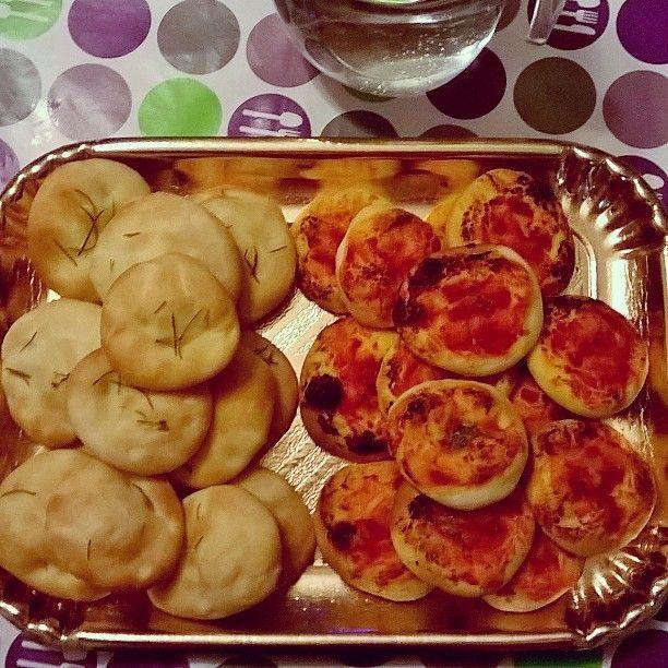 Che buono il cibo di casa! #foodporn #foodcraft #cucinamediterranea #focaccia